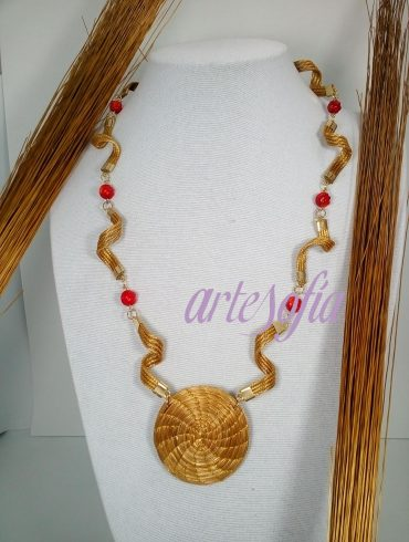 Collar Capim Coral bambu. Artesofia